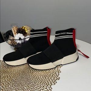 DKNY MARINI SLIP ON SOCK SNEAKERS